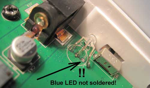 The lead of the blue part of the LED was not soldered.